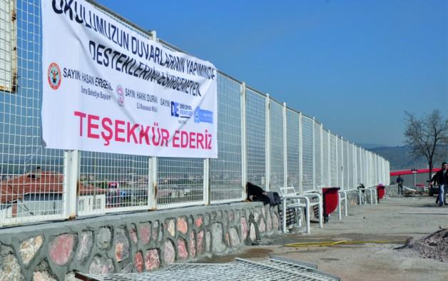 """""""YARDIM EDENLERE TEŞEKKÜR EDİYOR"""""""