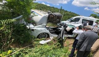 Tır, araçları biçti: 3 ölü, 3 yaralı