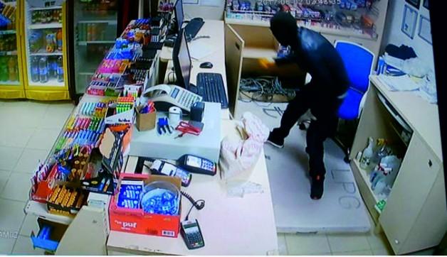Benzinliklere Giren Hırsız Tutuklandı