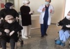 87 Yaşındaki 2 Hasta Alkışlarla Taburcu Edildi