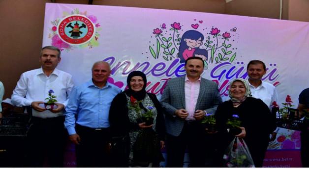 Başkan Ergene Anneler Gününde Çiçek Dağıttı