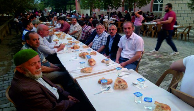 Trabzonlular ve Trabzonspor taraftarlar derneği iftar yemeği verdi